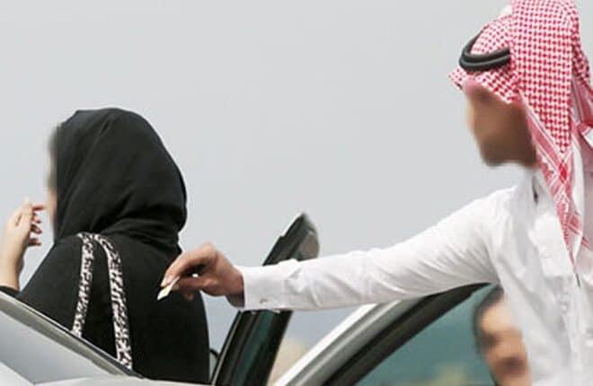 سعودي يعاكس فتاة