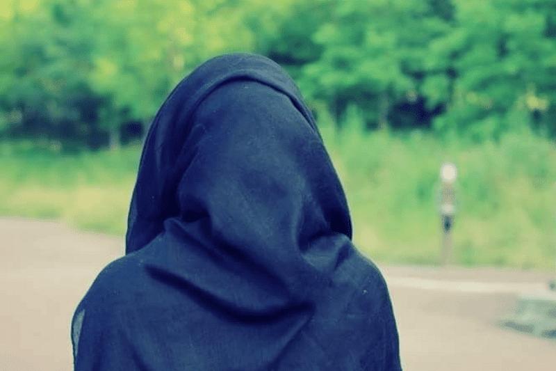 """""""يمه خوفتني.. دق على الشرطة"""".. هذا ما فعلته كويتية """"قليلة حياء"""" على الملأ وأثارت غضب مواطنيها"""