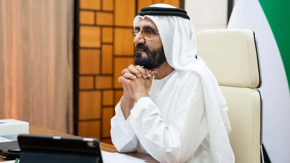 حاكم دبي يهرب من فضيحة الأميرة هيا بالعودة لطفولته ويصدر كتابا حتى يأخذه أطفال الإمارات قدوة