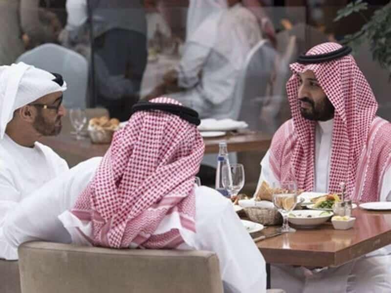 """تأكيداً لما نشره مغرّد قطري شهير .. تقرير استخباري يكشف معلومات عن زيارة """"ابن زايد"""" السرية لـ""""ابن سلمان"""