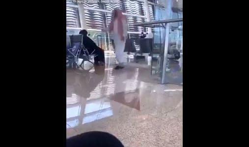 """""""المسيح الدجال"""".. """"شاهد"""" سعودي يثير الرعب في مطار جدة ويصرخ بأعلى صوته """"انا الله وهذا حبيبي محمد""""!"""