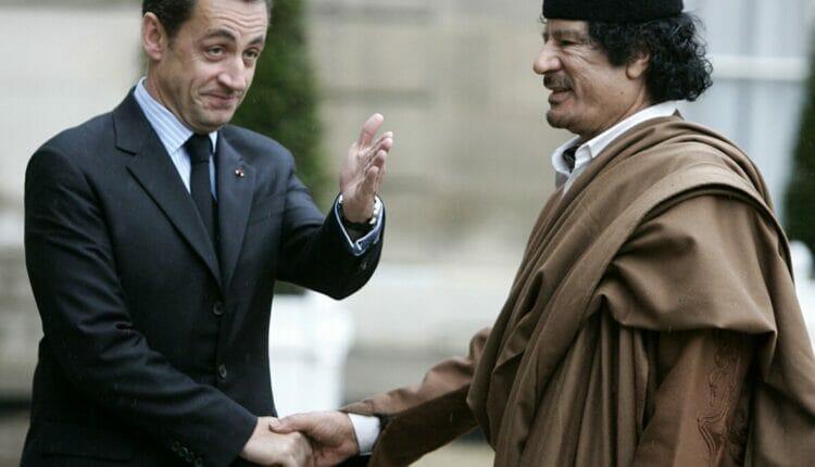 معمر القذافي وساركوزي