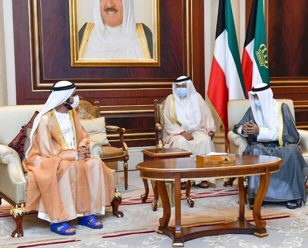 """""""شاهد"""" مظهر حاكم دبي في حضرة أمير الكويت الجديد تثير سخرية واسعة بمواقع التواصل!"""