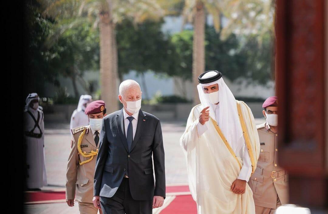 أمير قطر تميم بن حمد والرئيس التونسي قيس سعيد