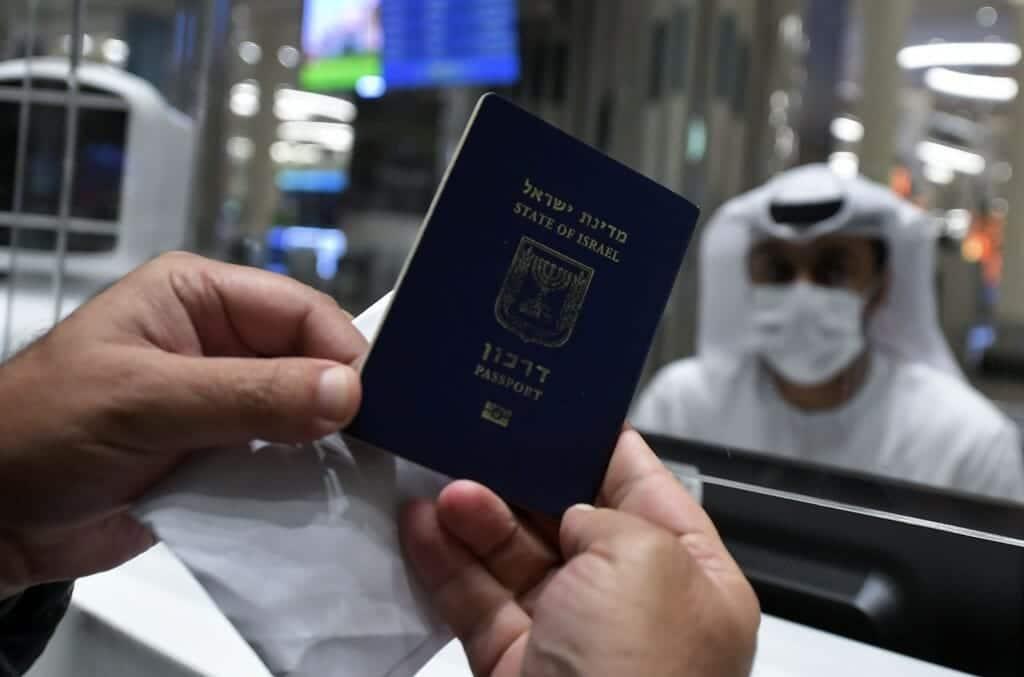 إسرائيليون يصلون الإمارات
