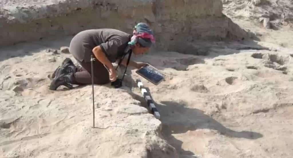 اكتشافات اثرية في تل أبرق