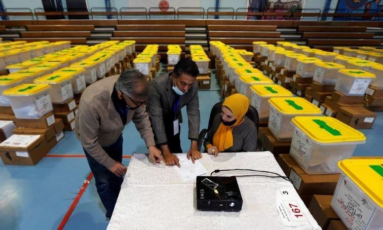 """""""أقسم بالله العظيم"""".. """"شاهد"""" فضيحة الانتخابات البرلمانية الأردنية شراء الأصوات بالدينار والقسم على القرآن الكريم!"""