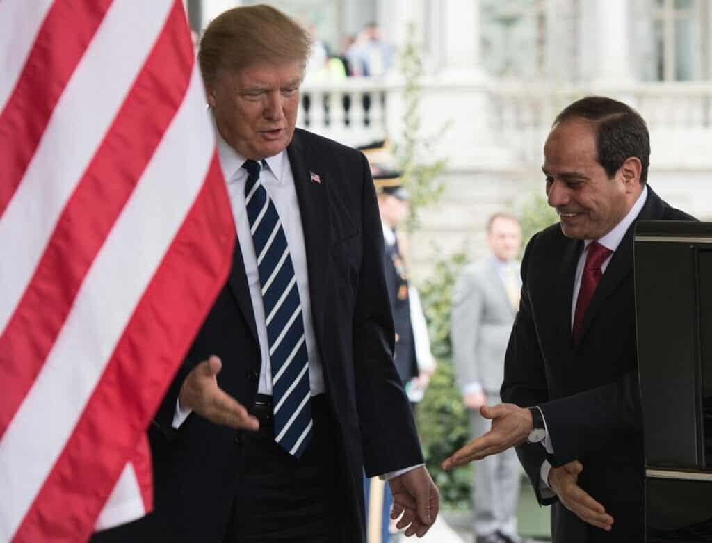 """واشنطن بوست: ترامب حوّل أمريكا إلى """"جمهورية خوف"""" كمصر السيسي فما قصة البقرة!"""