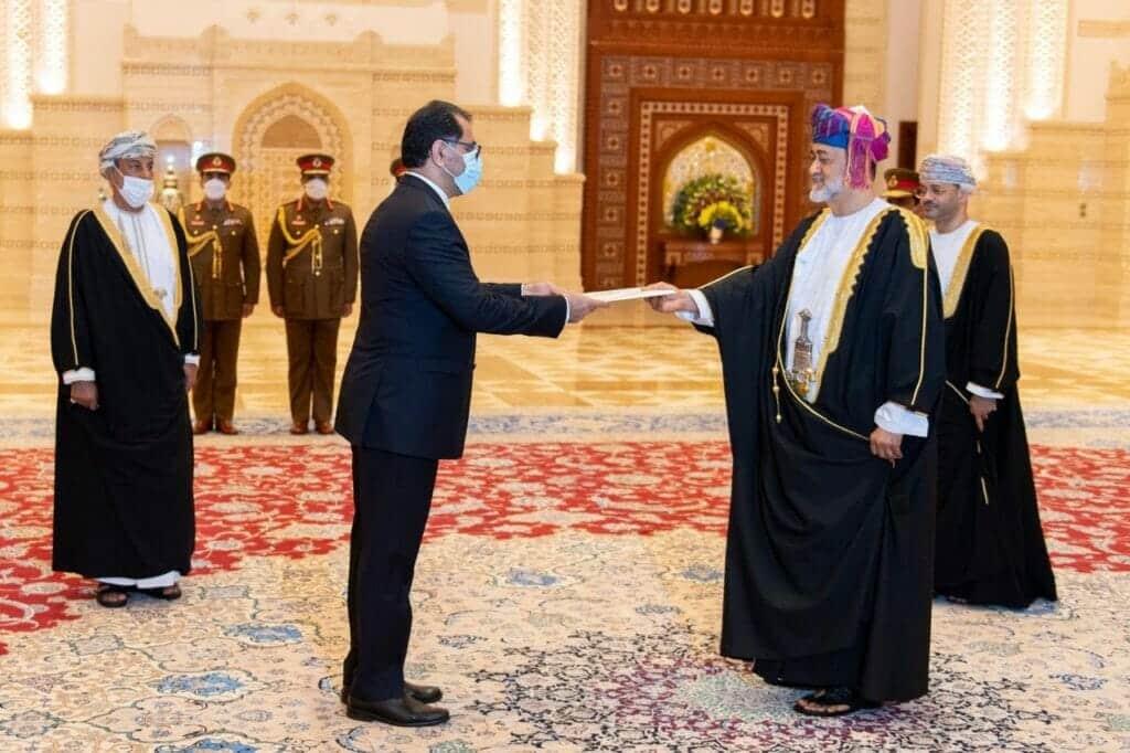 سفير إيران الجديد لدى سلطنة عمان علي نجفي يقدم أوراقه اعتكاد للسلطان هيثم بن طارق