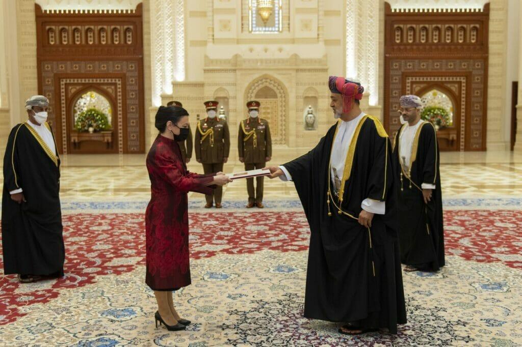 أردوغان يختار هذه السيدة سفيرة لتركيا في عُمان .. إليكم ما نشرته بعد لقائها السلطان هيثم بن طارق