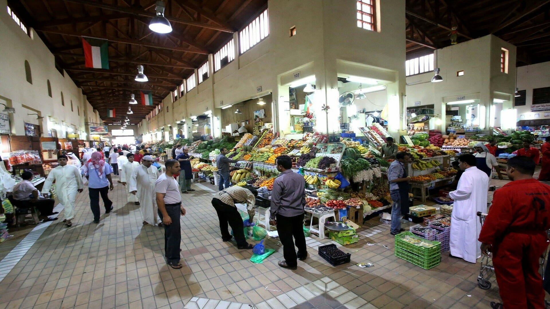 سوق تجاري في الكويت-وافد أردني يسرق