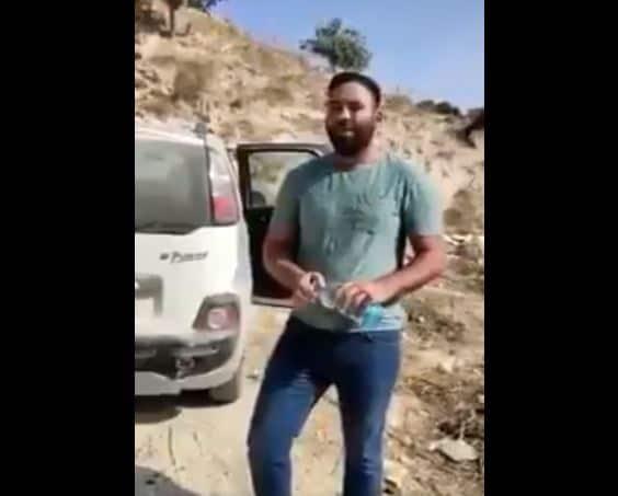 شاب فلسطيني حرق سيارته نصرة لرسول الله