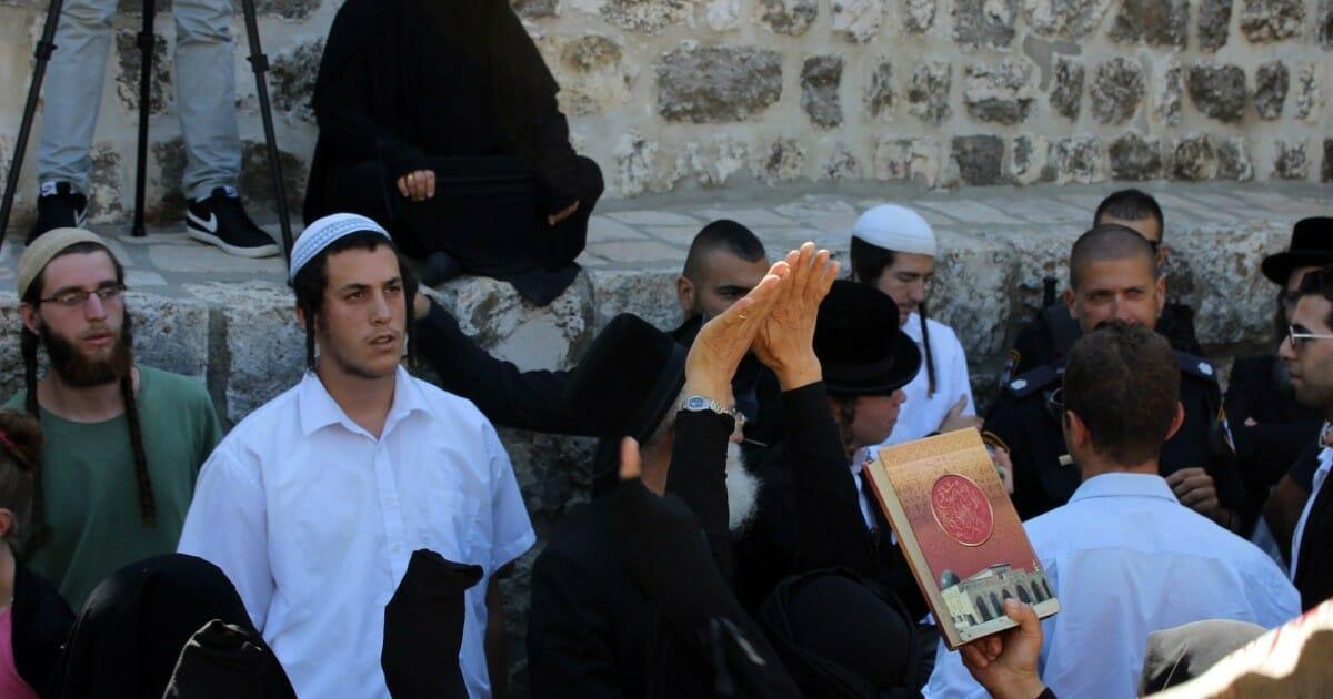صلوات اليهود في الاقصى-الهيكل المزعوم والمسجد الأقصى