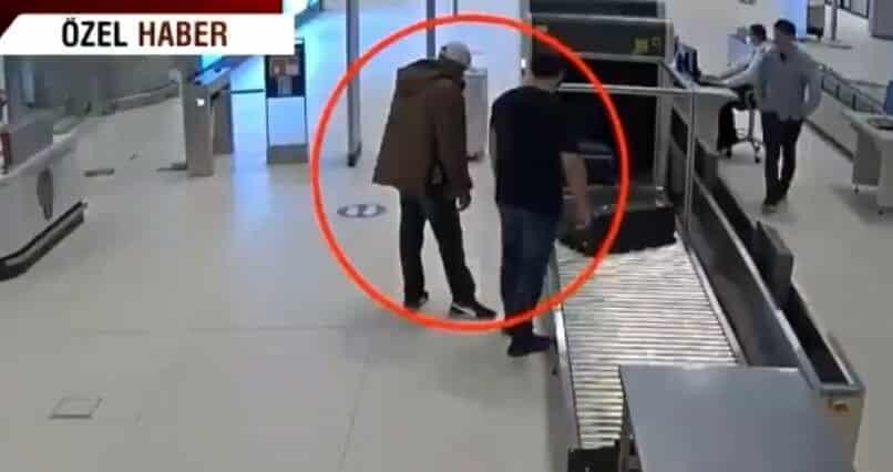 ضبط مصري في مطار اسطنبول قادم من الكويت حاول إدخال مئة موبايل عبر أحزمة لفها على جسده