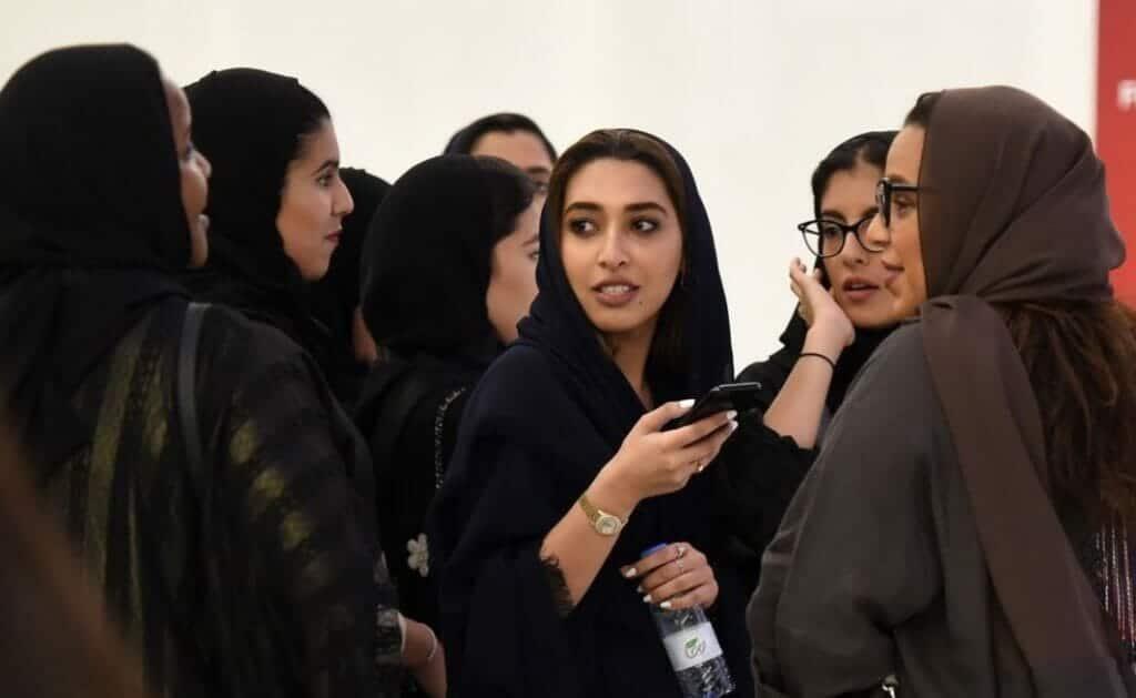"""هيئة الترفيه بالسعودية تفجر أزمة بين """"المحافظين"""" و """"الليبراليين"""" و""""كبار العلماء"""" تلتزم الصمت"""
