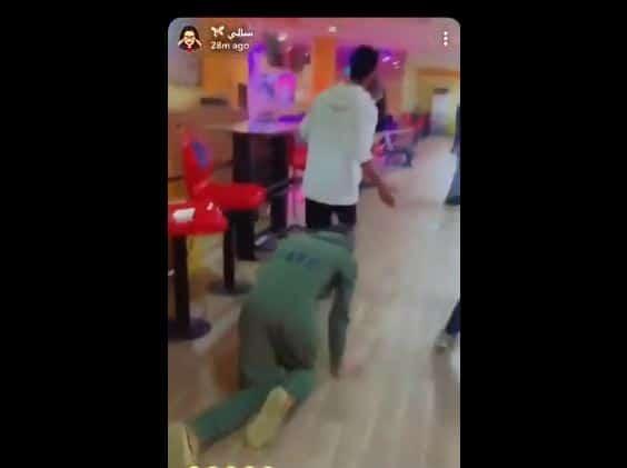 سالي مشهورة سعودية تستعبد شابا سناب شات