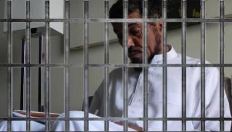 مكالمة هاتفية أجراها الداعية سلمان العودة من السجن مع عائلته وحفيده