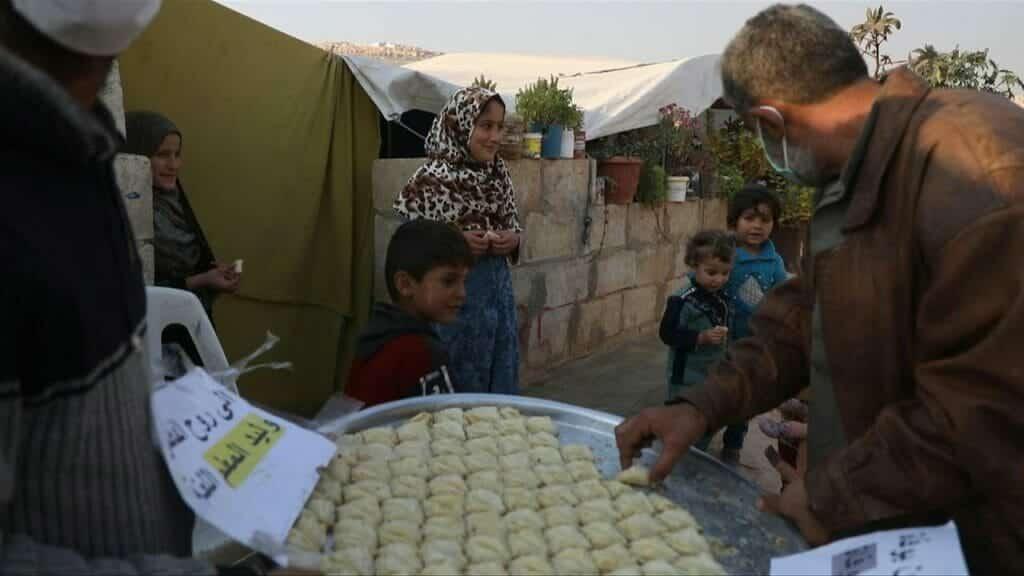 """""""وليد الجحش"""".. """"شاهد"""" هكذا احتفل سوريون بوفاة """"المعلم"""" ووزعوا الحلوى على الصغير والكبير و""""عقبال بشار""""!"""