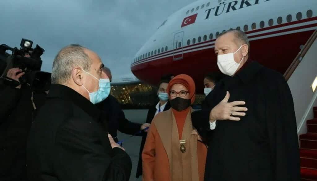 """""""شاهد"""" أردوغان يضع أصابعه في عين المنبطحين ويشارك في احتفالات تحرير أذربيجان لـ """"قره باغ"""""""