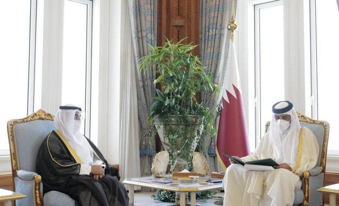 الأمير تميم يتسلم دعوة العاهل السعودي الملك سلمان لحضور القمة الخليجية بالرياض وعفى الله عما سلف