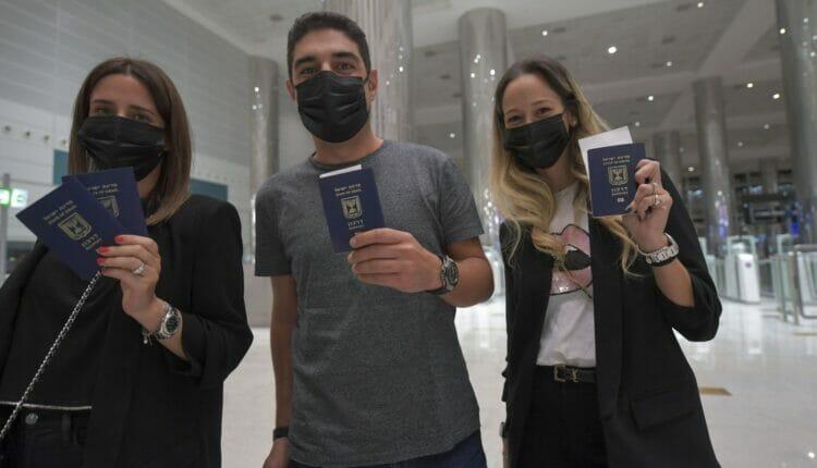 السياح الاسرائيليين في فنادق دبي يسرقون كل ما يمكن حمله