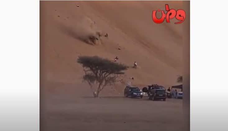 انقلاب مركبة خلال الاستعراض على الرمل في ولاية بدية في سلطنة عمان