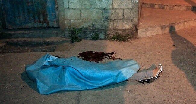 الأردنيون يستيقظون على جريمة مروعة هزّت مخيم البقعة .. طعن سيدة حامل وطفلها حتى الموت!