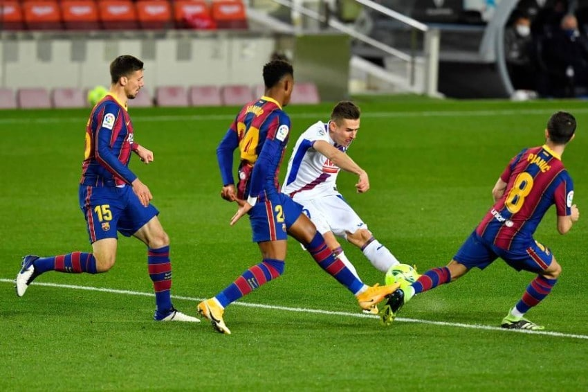 """""""فيديو"""" برشلونة يتعثر مجدداً على ملعبه بعد سقوطه في فخ التعادل أمام إيبار"""
