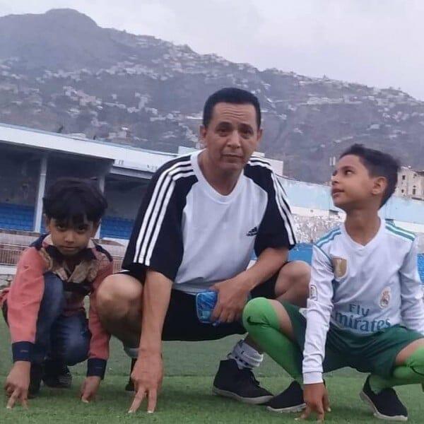 مقتل لاعب ونجله الاصغر في قصف النادي الاهلي