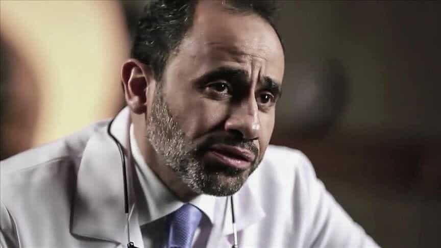 تفاجأنا به على باب المنزل مكبَّل الساقين.. نجل طبيب أمريكي معتقل في السعودية يكشف تفاصيل جديدة عن تعذيب والده