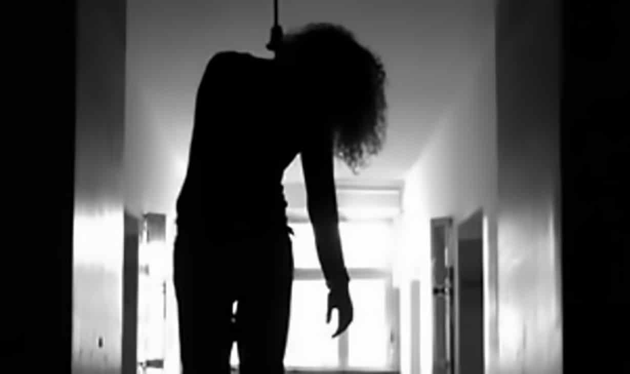 انتحار طالبة عمانية