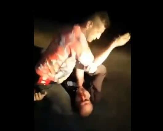 """""""زعران"""" الأردن لم يرتدعوا .. فيديو صادم لما فعله رجل وزوجته بشاب في الشارع!"""