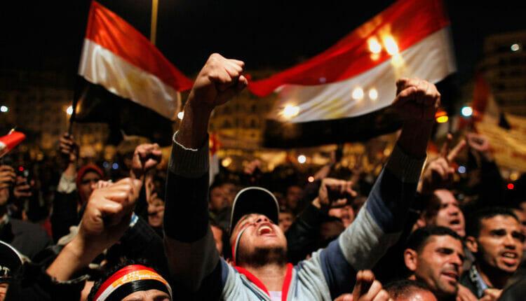 مستشار محمد مرسي يكشف اسرار جديدة عن الثورة المصرية على مبارك