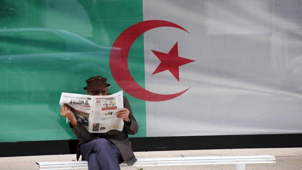 كاتب مغربي يشن هجوماً على الجزائر