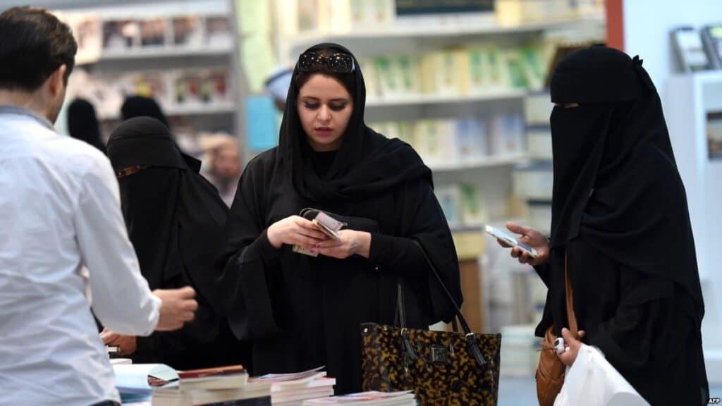 كويتية تستفز مواطنيها بما قالته عن قانون التحرش