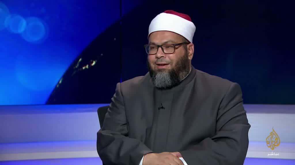 محمد الصغير يكشف لمذيع الجزيرة ان ضيفه مخبر
