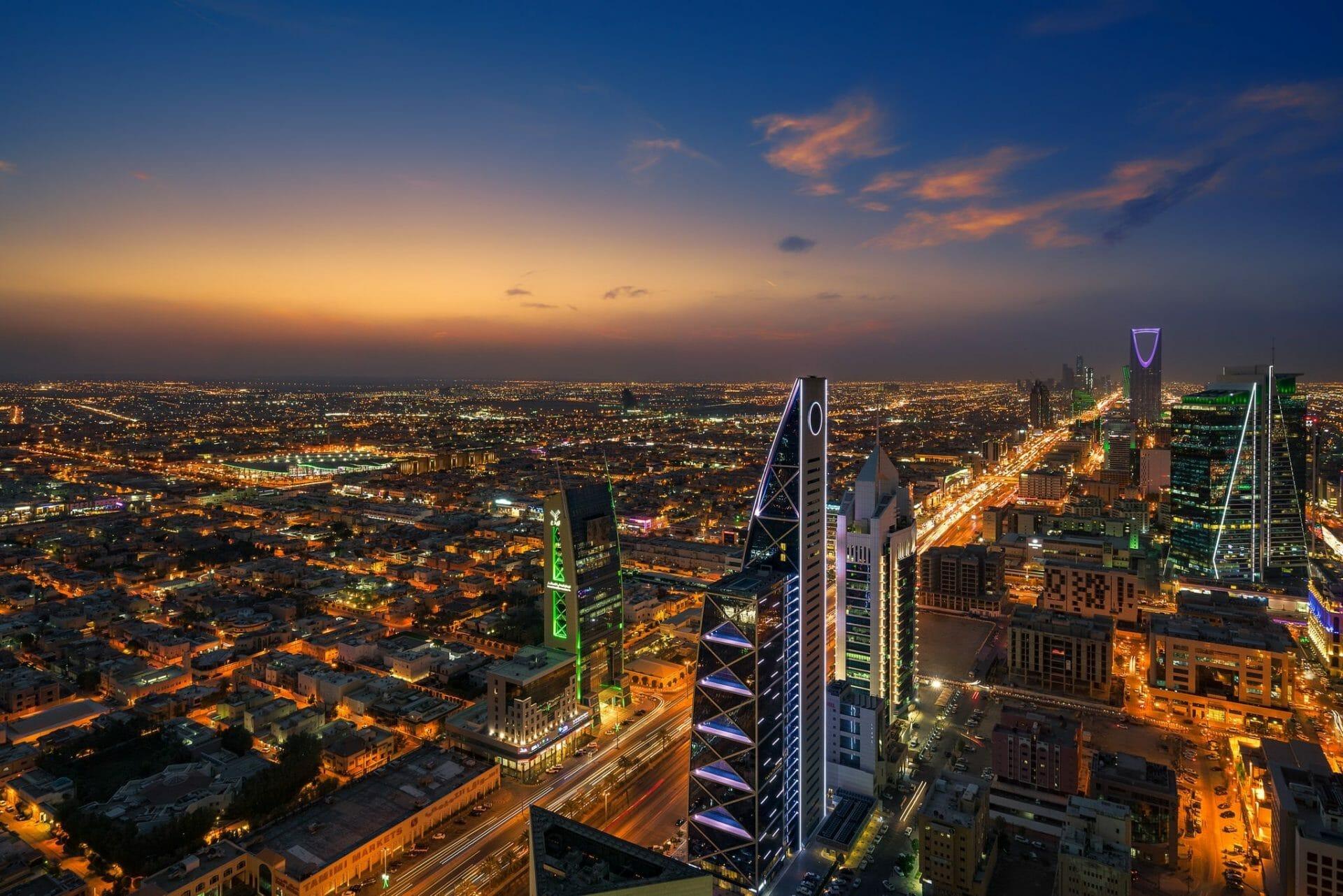 """صحيفة """"العرب"""" الممولة من الإمارات توجّه إهانة ثانية للسعودية .. ماذا يريد ابن زايد؟!"""