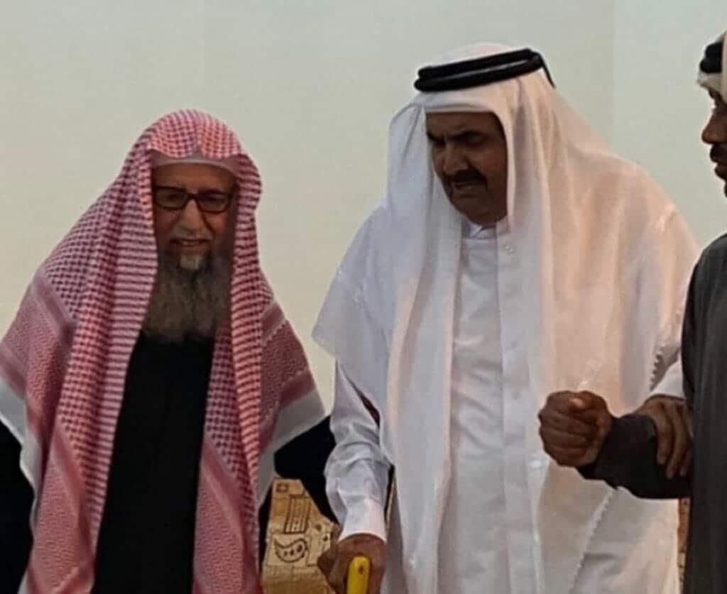وفاة الشيخ معجب درع الدوسري تحزن القطريين
