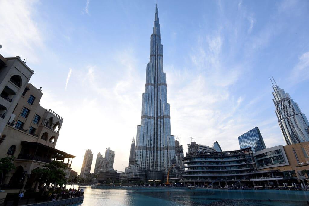 صور افتراضية لقصف برج خليفة في دبي