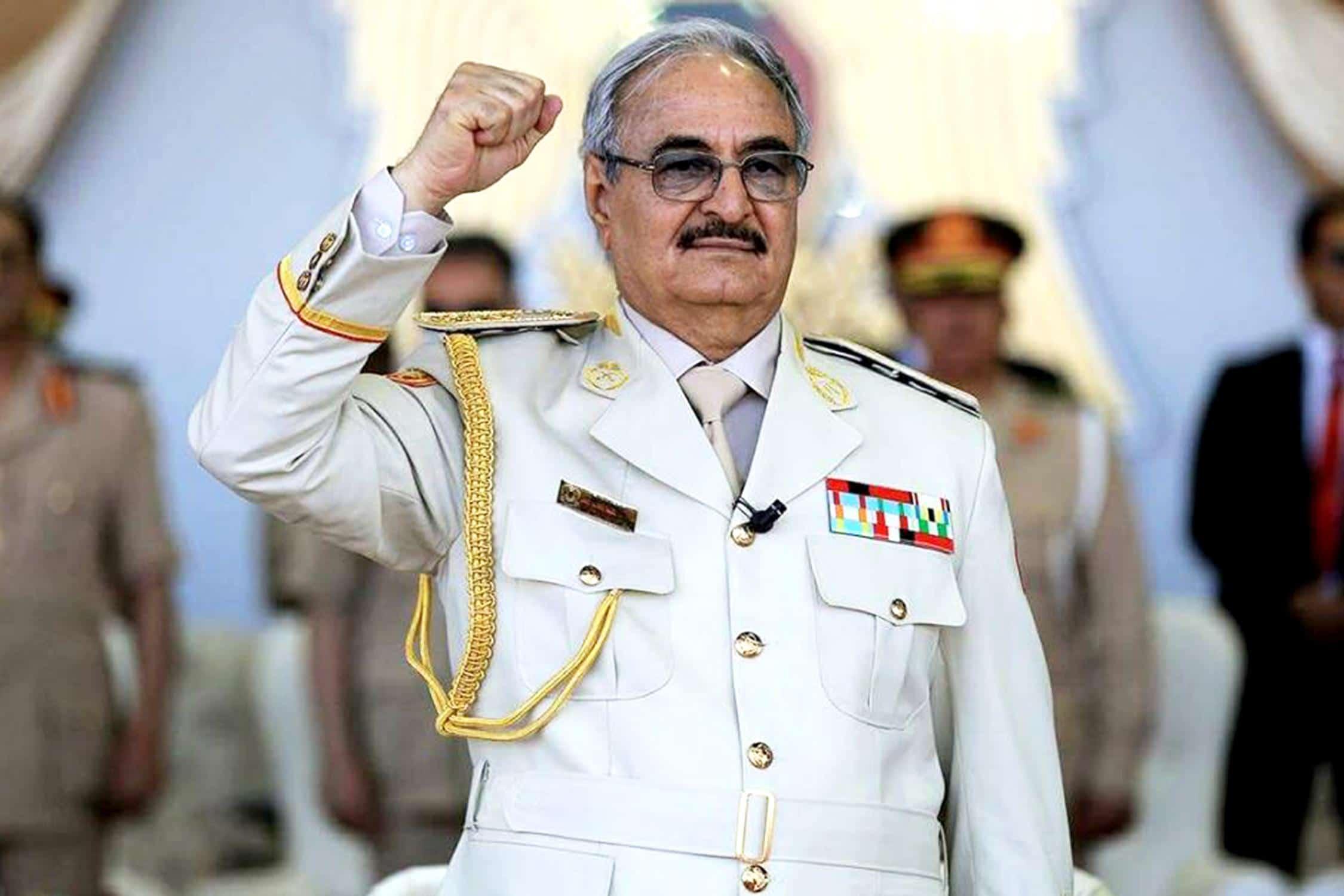 خليفة حفتر رجل المخابرات الأمريكية.. الجنرال الليبي المارق يدعمه ترامب طمعا في نفط ليبيا