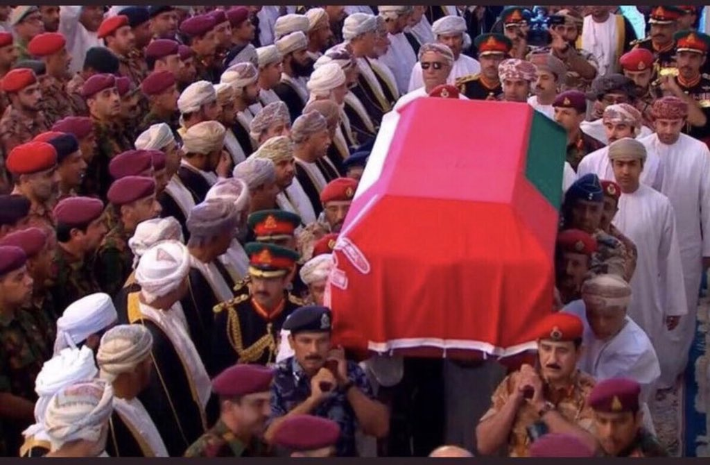 في يوم عُمان الحزين.. هذا المشهد الذي لن ينساه العمانيون في الذكرى الأولى لوفاة السلطان قابوس!