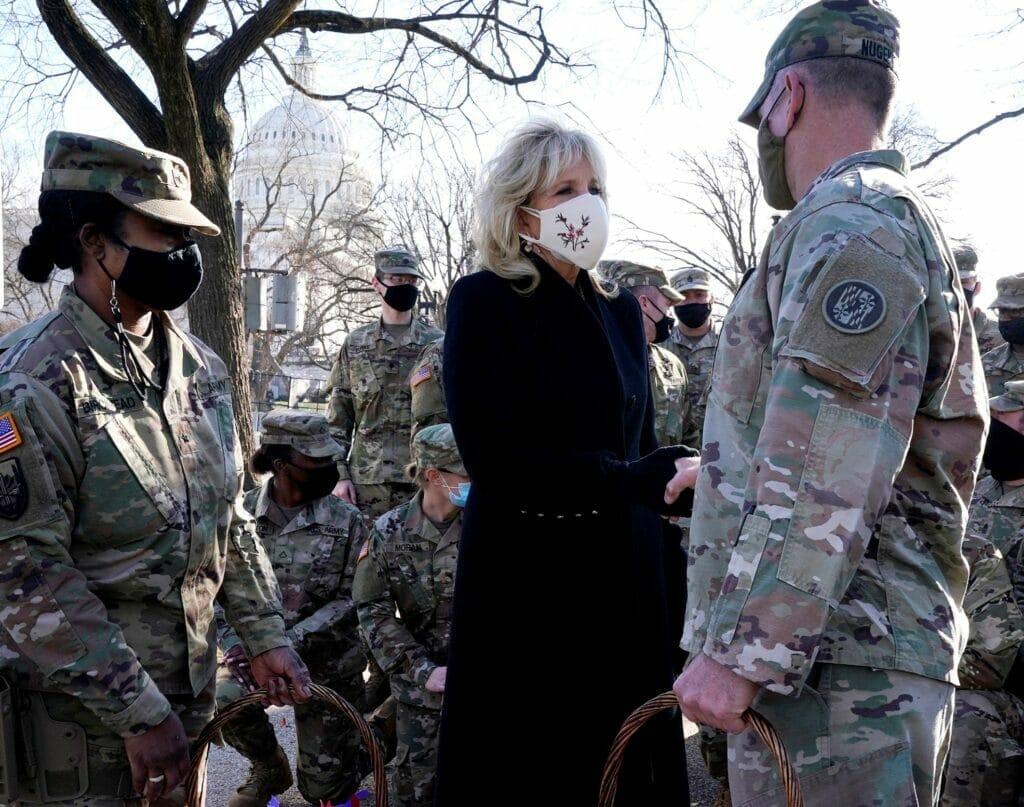زوجة جو بايدن تشكر حرس الكابيتول لحفاظهم على سلامتها