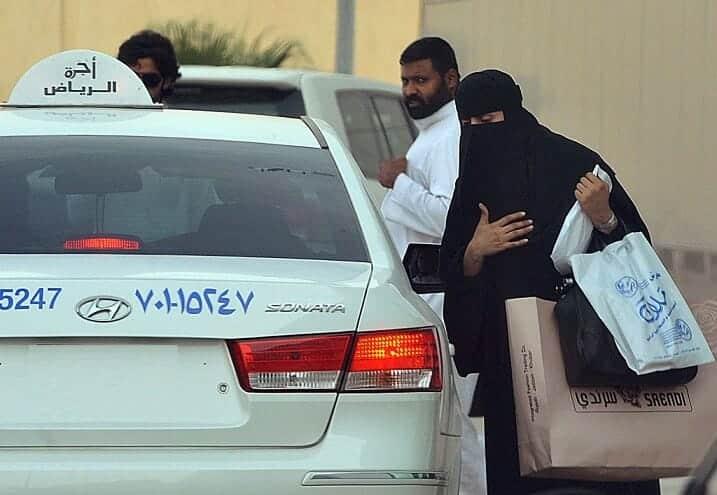 """سائق """"قليل أدب"""" في السعودية تحرش بفتاة في الشارع ..وهكذا كانت نهايته غير المتوقعة!"""