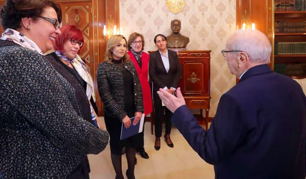 سعيدة قراش مستشارة رئيس تونس الباجي السبسي تكشف لحظاته الأخيرة