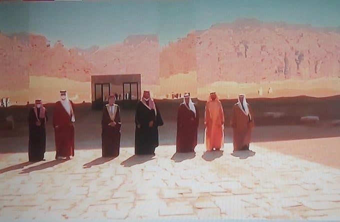 """بن سلمان وقف إلى جانب الأمير تميم.. """"شاهد"""" الصورة التذكارية لقادة مجلس التعاون الخليجي"""