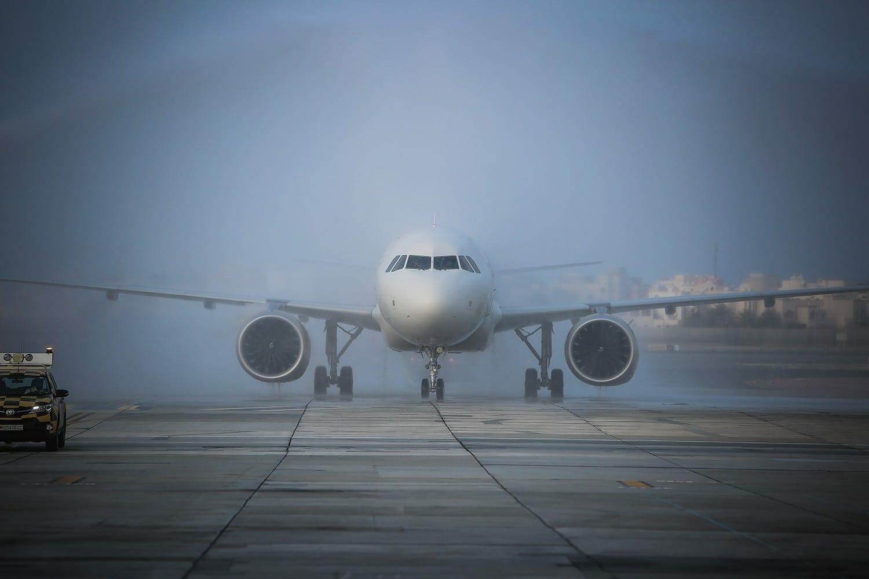 البحرين تتراجع أمام صمود قطر وتفتح مجالها الجوي للطيران القطري