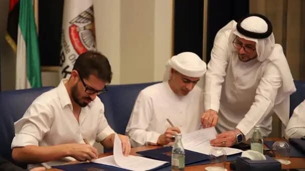 عادل العتيبة هو الشيخ الإماراتي الذي اشترى نصف نادي بيتار القدس الاسرائيلي