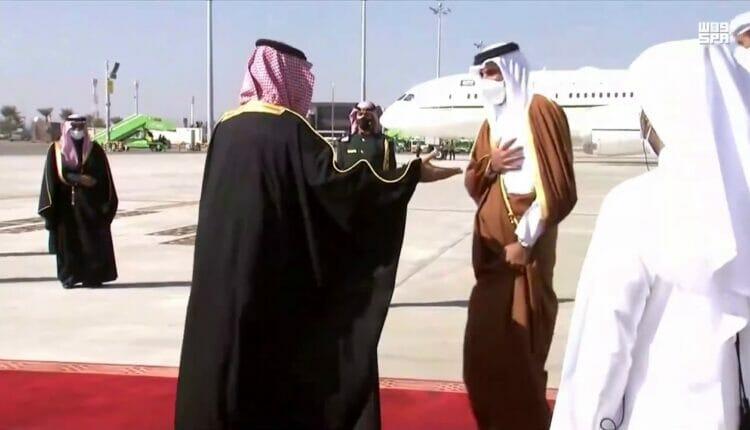 عناق الأمير تميم ومحمد بن سلمان