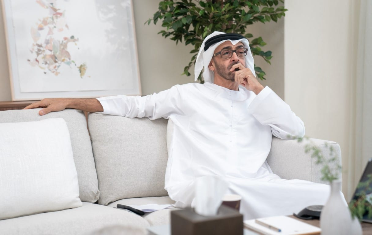 أكاديمي إماراتي ينتقد حكومة الامارات ويصفها بحكومة البارات
