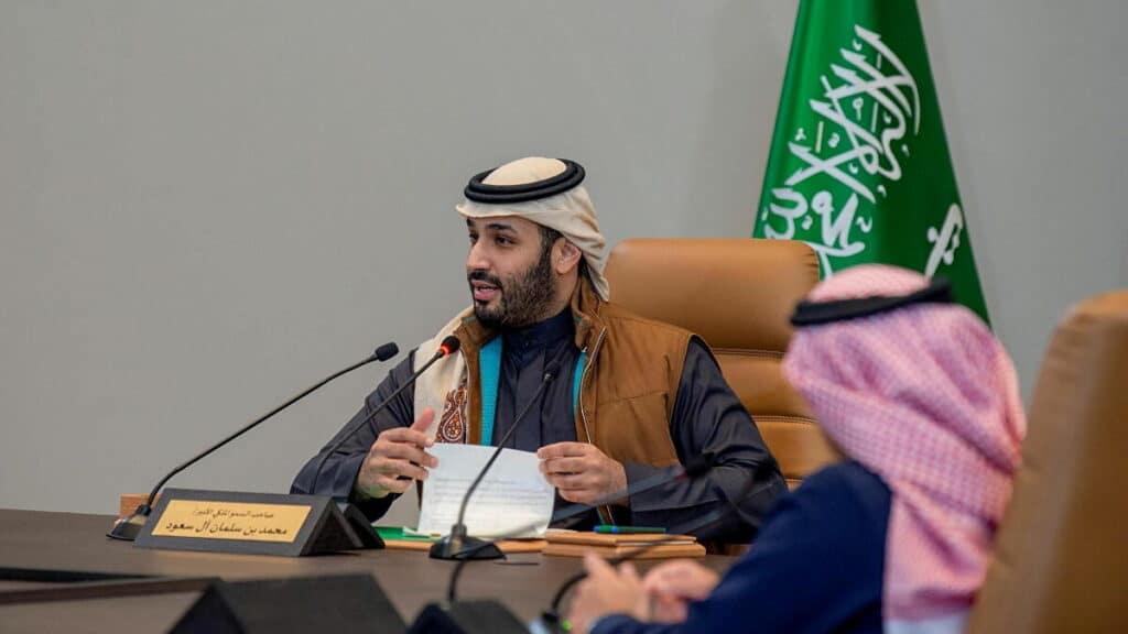 """شاهد """"الشال القطري"""" على رأس محمد بن سلمان في أحدث ظهور يثير الجدل!"""